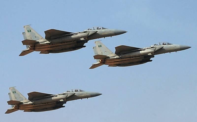 یمن میں عرب اتحادی طیاروں کی بمباری،حوثی کمانڈرسمیت 12جنگجوہلاک