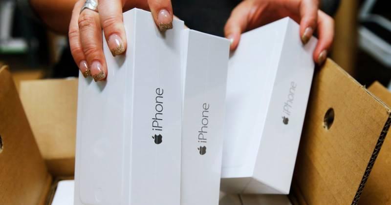 بھارتی شخص بیٹی کیلئے آئی فون 8 لینے سنگا پور پہنچ گیا