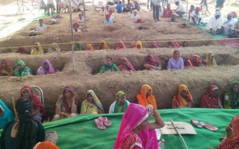 جئے پور، کسانوں نے لمبی لمبی قبروں میں خود کودفن کرلیا