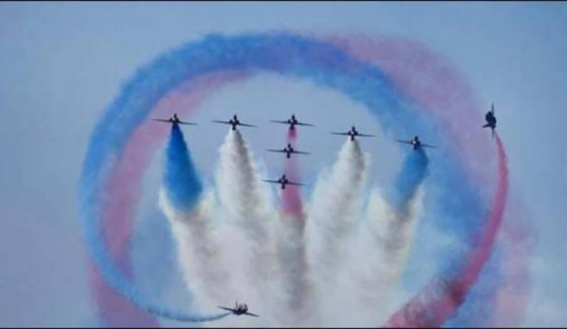 کراچی سی ویو پر پاک فضائیہ اور برطانوی رائل ایئر فورس طیاروں کے شاندار کرتب