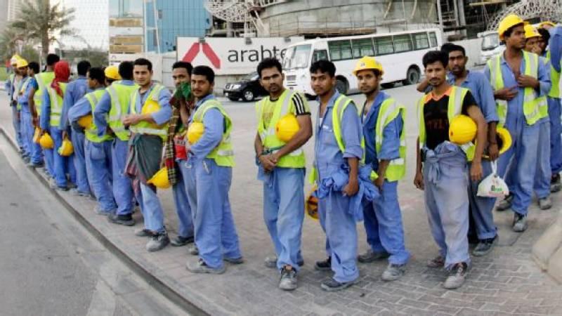 متحدہ عرب امارات میں ورک پرمٹ کی نئی فیسوں کا اطلاق کر دیا گیا