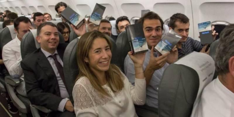 سام سنگ نے سپین کی ایک فلائٹ میں 200فونز نوٹ 8تحفے میں دے دیئے