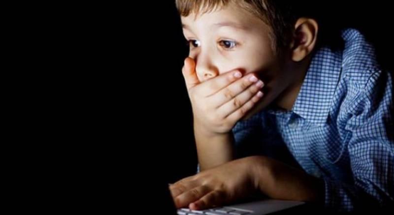 برطانیہ میں بچوں کے اسمارٹ فون کے استعمال پر پابندی کا مطالبہ