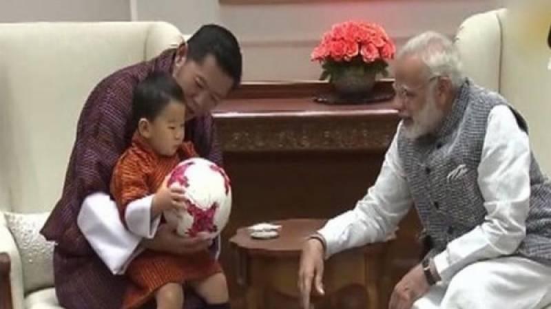 بھوٹان کے شہزادے نے مودی سے ہاتھ ملانے سے انکار کر دیا