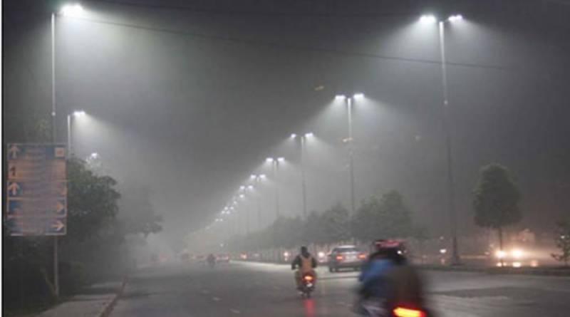 دھند نے لاہوریوں کو مفلوج کر کے رکھ دیا