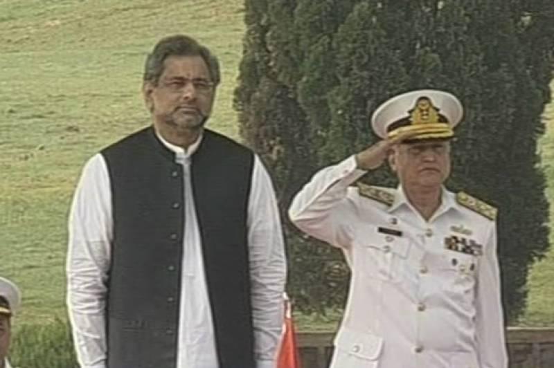 وزیراعظم شاہدخاقان عباسی کا نیول ہیڈ کوارٹرز اسلام آباد کا دورہ