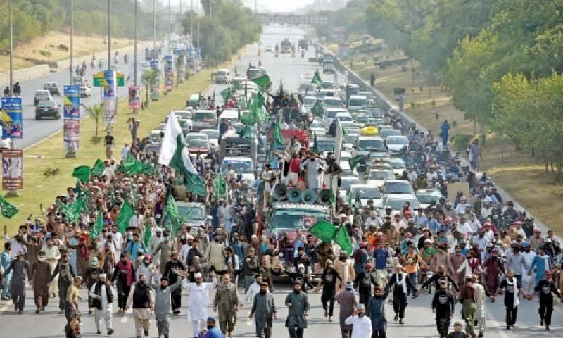 فیصل آباد میں تحریک لبیک یارسول اللہ کے کارکنوں اور پولیس میں جھڑپیں