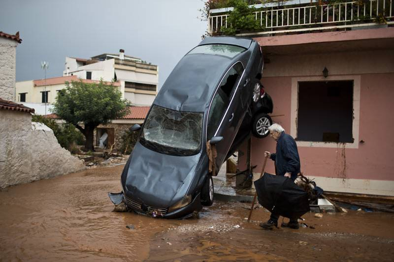 یونان میں سیلاب سے تباہی، 16 افراد ہلاک ہو گئے