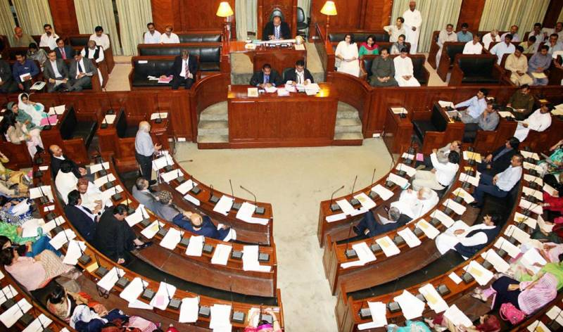 پاکستان تحریک انصاف نے وفاقی وزیر خزانہ اسحاق ڈار کو ہٹانے کے لیے سندھ اسمبلی میں قرار داد جمع کرا دی