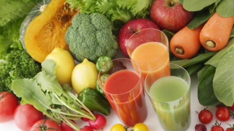 پھلوں و سبزیوں کا مشروب نزلے اور زکام سے بچاؤ کا بہترین ذریعہ ہے، ماہرین