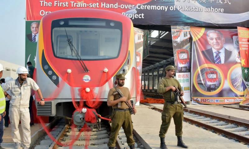 پاکستان کی پہلی میٹرو ٹرین اورنج لائن پر 78 فیصد کام مکمل