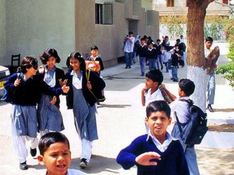پنجاب اور خیبرپختونخوا کے اسکولوں میں سردیوں کی چھٹیوں کا اعلان کر دیا گیا