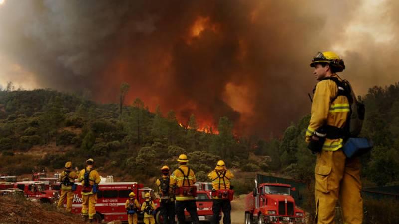 امریکہ کے جنگلات میں آتشزدگی، آگ 2 لاکھ 30 ہزار ایکڑ رقبے پر پھیل گئی، 800 مکانات تباہ