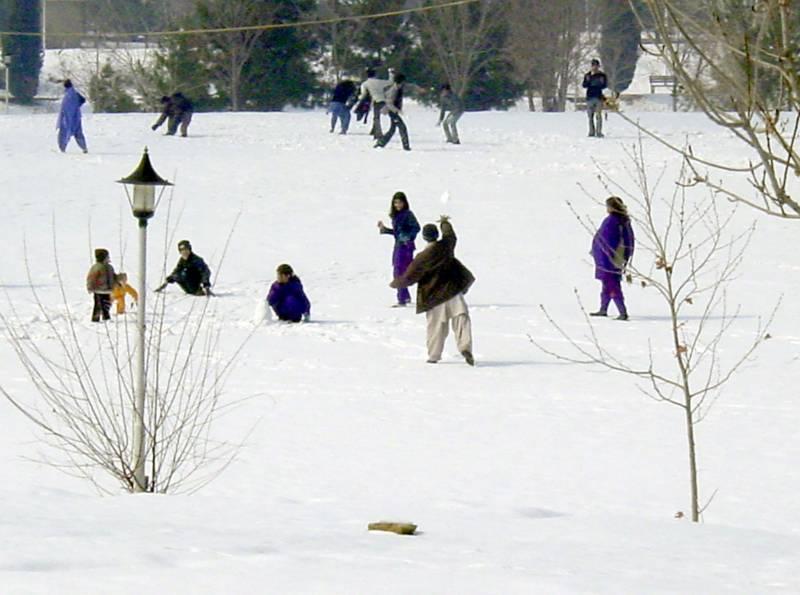 ملک بھر میں شدید سردی کی لہر، کوئٹہ میں پارہ منفی 10 ہو گیا