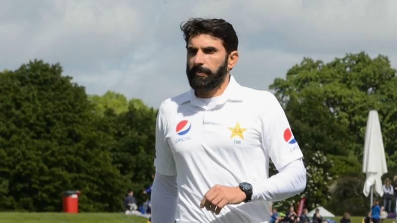 مصباح الحق نے کرکٹ سے ریٹائرمنٹ کے بعد ہاکی کھیلنا شروع کردی