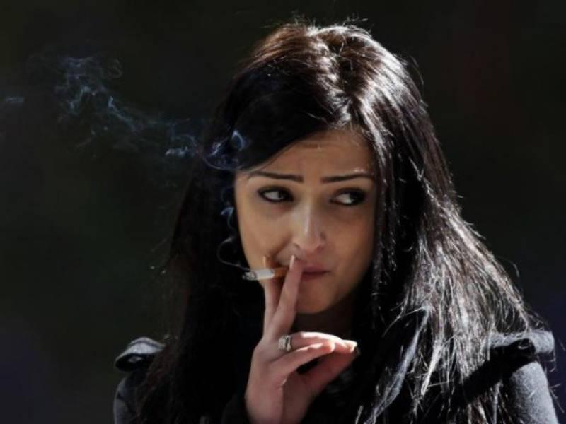 پاکستانی خواتین میں تمباکو نوشی کے رجحان میں اضافہ