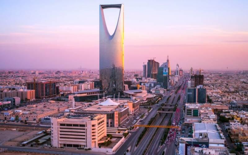 سعودی عرب نے 25 سال سے زائد عمر کی خواتین کو اکیلے مملکت کے سفر کی اجازت دیدی