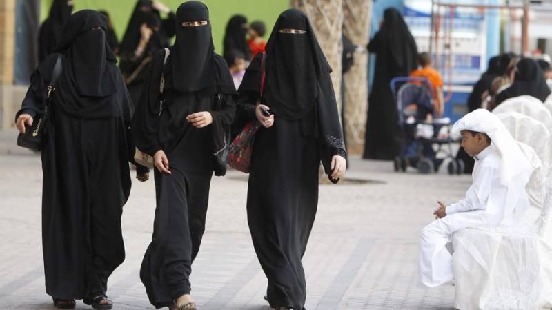 سعودی عرب میں ٹیکسی ڈرائیورز کیلئے خواتین کی بھرتیاں شروع