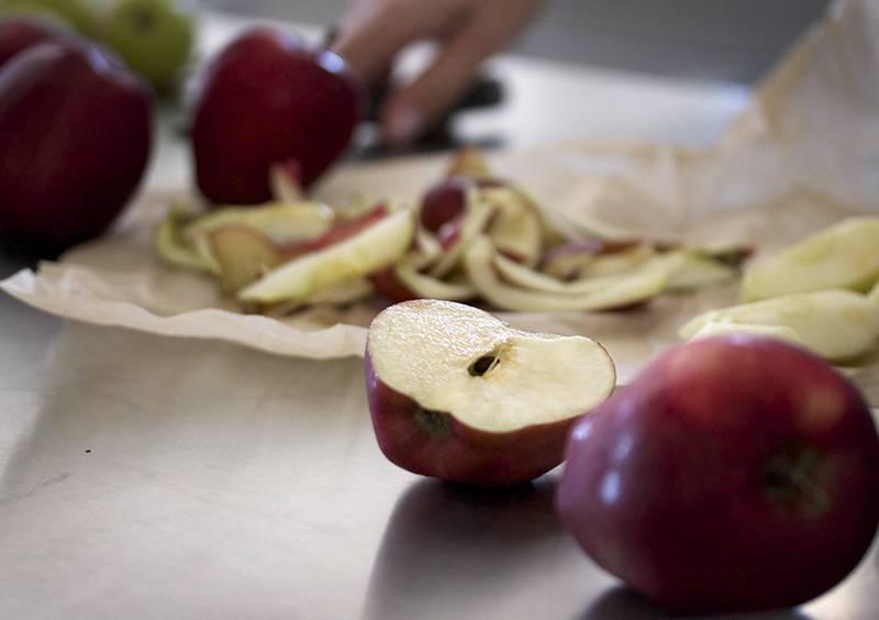 ٹماٹر اور سیب کے ذریعے کینسر سے نجا ت ، نئی تحقیق سامنے آگئی