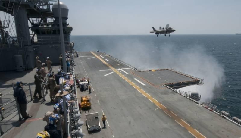 پانی سے خشکی پر اترنے والے نئے امریکی جنگی جہاز کی جاپان میں تعیناتی