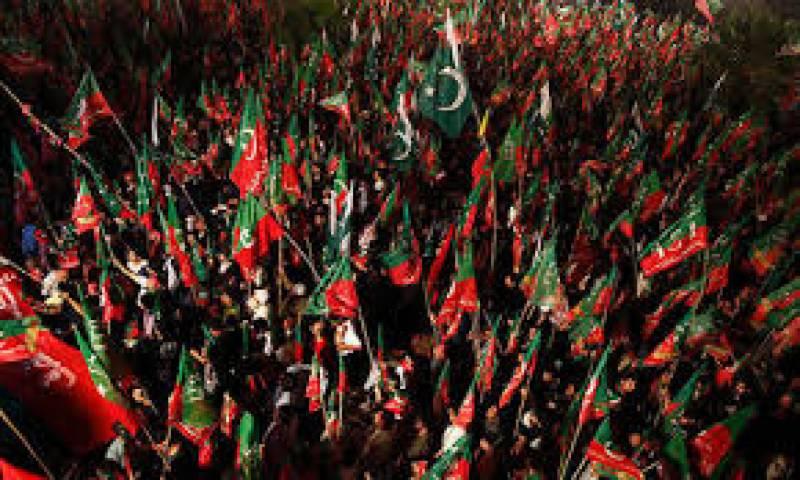 استعفوں کے معاملے پر پاکستان تحریک انصاف دو حصوں میں بٹ گئی