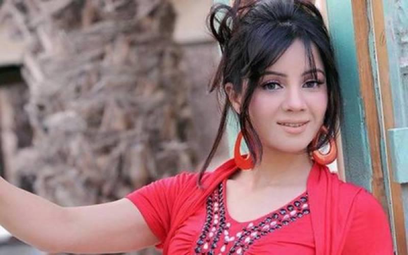 معروف اداکارہ ، گلو کارہ رابی پیرزادہ نے نقیب اللہ کی ہلاکت کے باعث سالگرہ منسوخ کردی