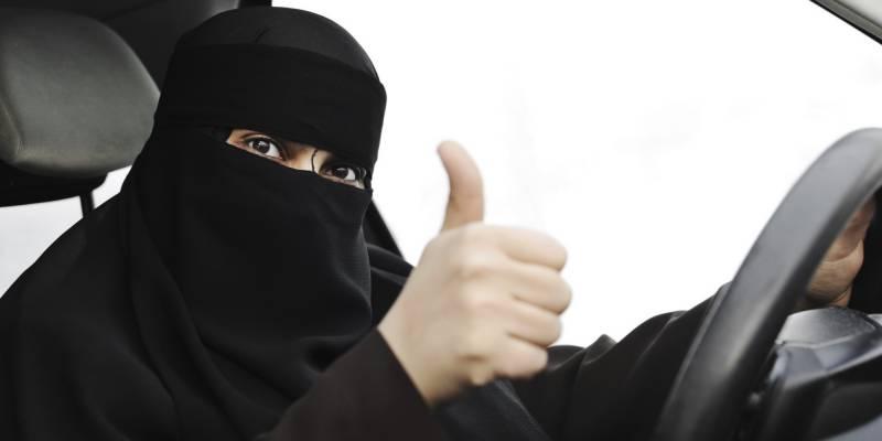 سعودی عرب میں بیرونی ممالک سے خواتین ٹیکسی ڈرائیوروں کی بھرتی کی جائے گی یا نہیں ؟
