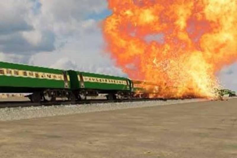 ڈیرہ مراد جمالی کے قریب ریلوے ٹریک پر دھماکہ ، ٹرین پٹری سے اتر گئی