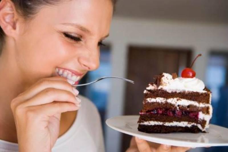 غیرمتوازن اور کم نیند لینے والے افراد میں میٹھا کھانے کی عادت بڑھ جاتی ہے،ماہرین صحت