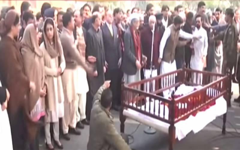 عاصمہ جہانگیر آہوں ، سسکیوں میں سپرد خاک ، وکلا ، سول سوسائٹی کی نماز جنازہ میں شرکت