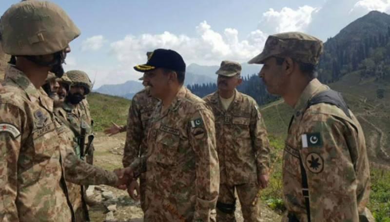 کور کمانڈر راولپنڈی کا سرحد پر اگلے مورچوں کا دورہ ، بھارت کو بھرپور جواب کی تاکید
