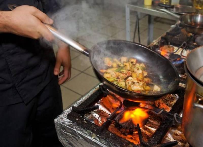 کھانوں کو بار بار گرم کرنا بیماریوں کا باعث بنتا ہے، ماہرین صحت