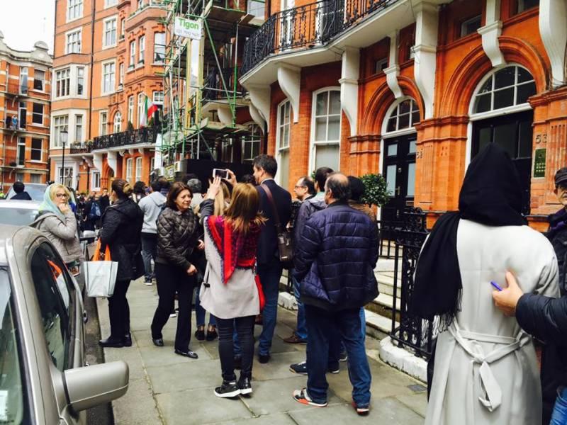برطانیہ میں ایرانی سفارتخانے پر حملہ کرنے والے افراد گرفتار