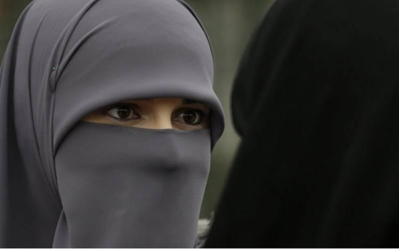 ایران میں حجاب پابندی کے خلاف احتجاج پر 35خواتین گرفتار