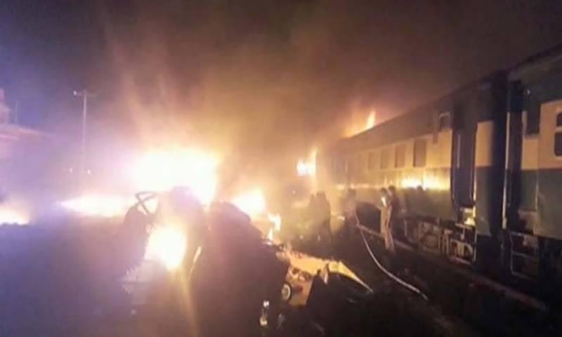 چیچہ وطنی کے مقام پر کراچی ایکسپریس کے انجن میں آگ بھڑک اٹھی