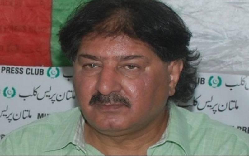 نجم سیٹھی کی ہتک عزت کی درخواست پر سابق کرکٹر سرفراز نواز کے وارنٹ گرفتاری جاری