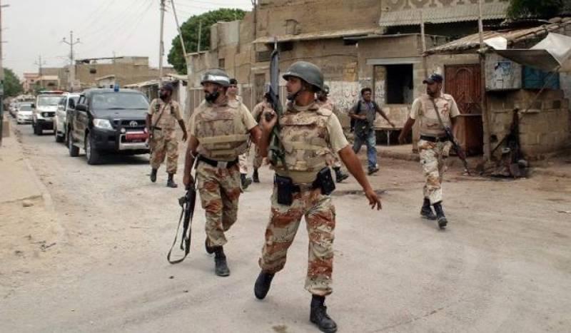 کراچی : رینجرز کی مختلف کارروائیوں میں پانچ ملزمان گرفتار ، اسلحہ برآمد