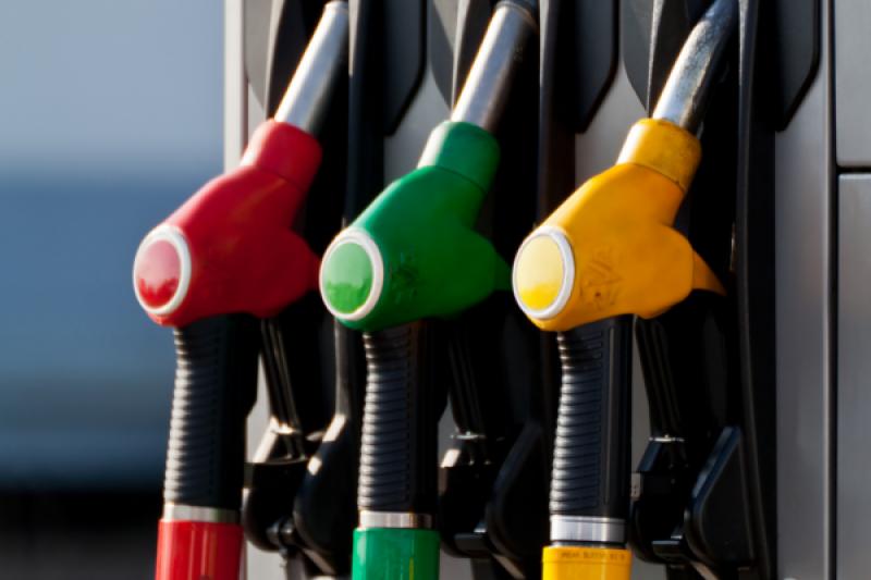 حکومت کا عوام کیلئے تحفہ، پٹرول اور ڈیزل کی قیمتوں میں کمی