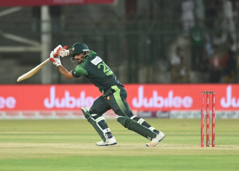حسین طلعت ڈیبیو میچ میں بہترین کھلاڑی کا ایوارڈ حاصل کرنیوالے تیسرے پاکستانی بن گئے
