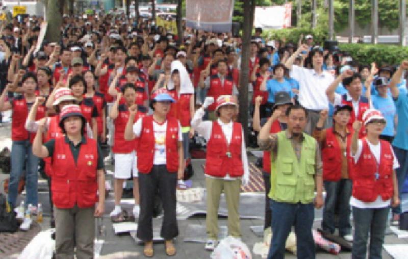 ایم فور کی تعمیر میں مصروف چینی مزدوروں کا پولیس پر تشدد ، سڑک بلاک کر دی