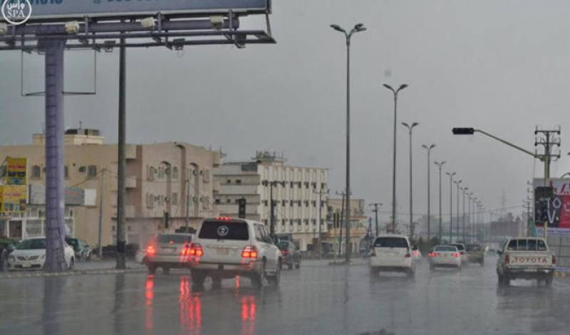 مکہ مکرمہ ، گردو نواح میں بارش ، ژالہ باری ، سڑکوں پر پانی جمع ہو گیا