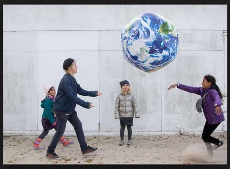 تنہا مہاجربچے اپنے اہل خانہ کو یورپ بلا سکتے ہیں:یورپی عدالت کا فیصلہ