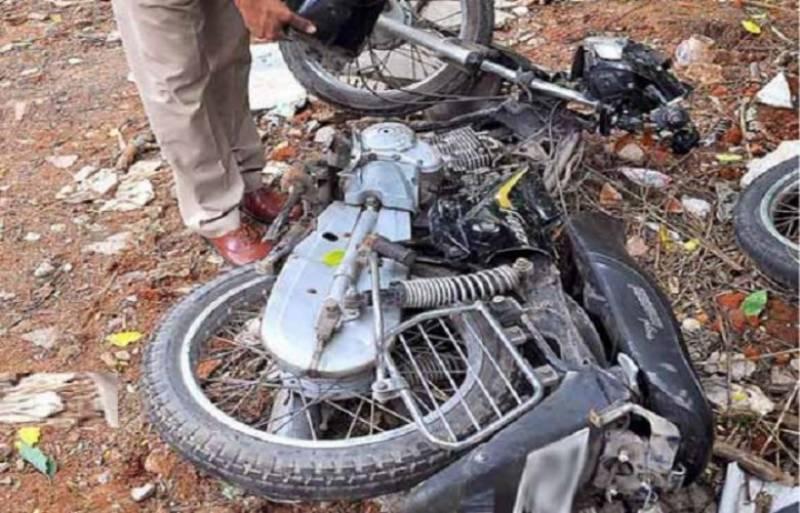 جھنگ میں ڈمپر کی موٹر سائیکل کو ٹکر، 5 افراد جاں بحق
