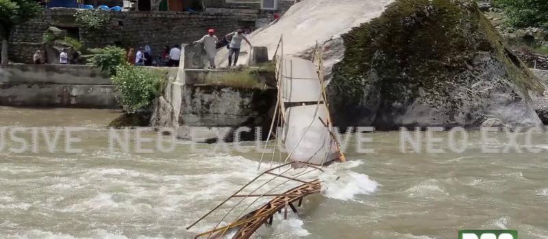 دریائے نیلم کا پل گرنے سے 5 طلباءجاں بحق،6 کو زندہ بچالیا گیا