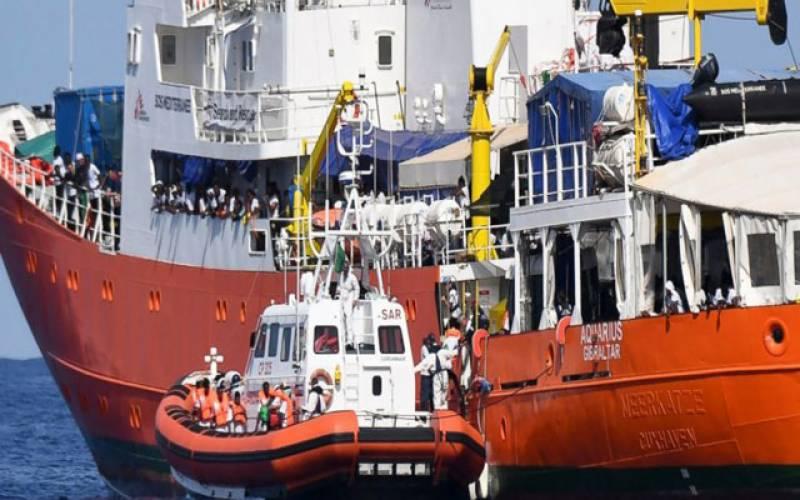سپین: ڈوبتے بحری جہاز سے 930 غیر قانونی تارکین وطن کو بچا لیا گیا