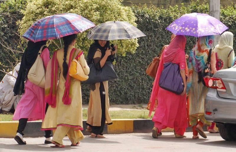 لاہور سمیت مختلف علاقوں میں گرمی کے ڈیرے،محکمہ موسمیات نے بارش کی نوید سنادی