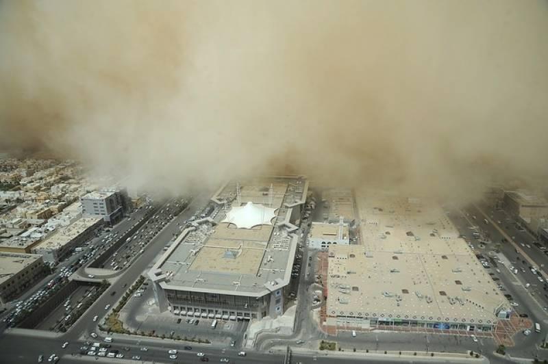 ریاض اور جیزان میں اچانک ریت کا طوفان ،لوگوں میں خوف و ہراس
