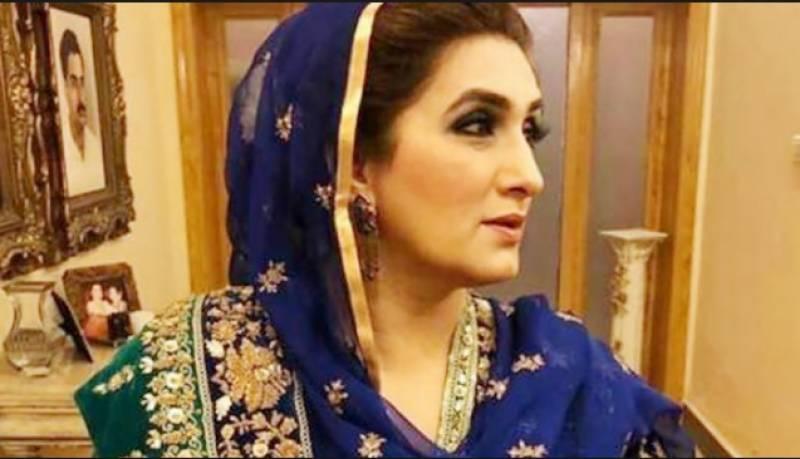 عمران خان کی اہلیہ بشری بی بی نےپارٹی کی ناراض خواتین کومنا کر خان صاحب کی بڑی مشکل آسان کر دی