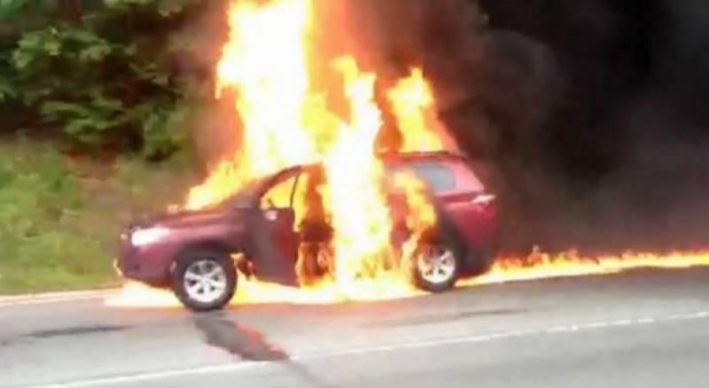 سعودی عرب میں نامعلوم شرپسندوں نے خاتون کی گاڑی کو آگ لگا دی