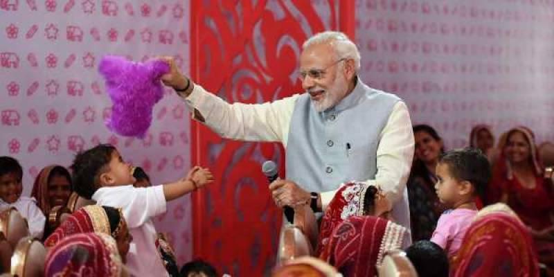 بھارتی خاتون سرکاری ملازمین کو بچے کی دیکھ بھال کیلئے 180 چھٹیاں دی جائیں گی